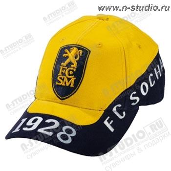Желтые бейсболки черные под логотип.